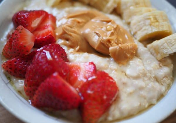 oatmeal with berries and peanut butter