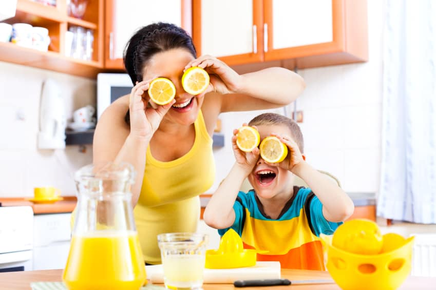 mom-fun-lemons