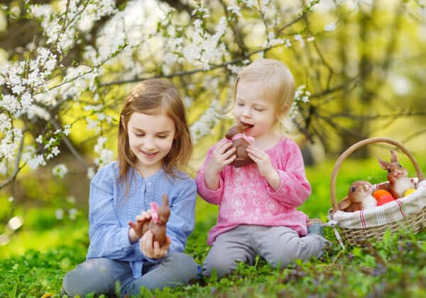 5 Secrets to Raising Kids Who Eat Treats Mindfully and in Moderation