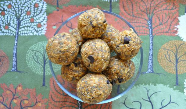 Energy balls recipes for kids with chocolate chip pumpkin