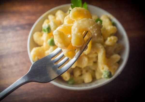 Big Batch Easy Cheesy Weekday Mac and Cheese Recipe