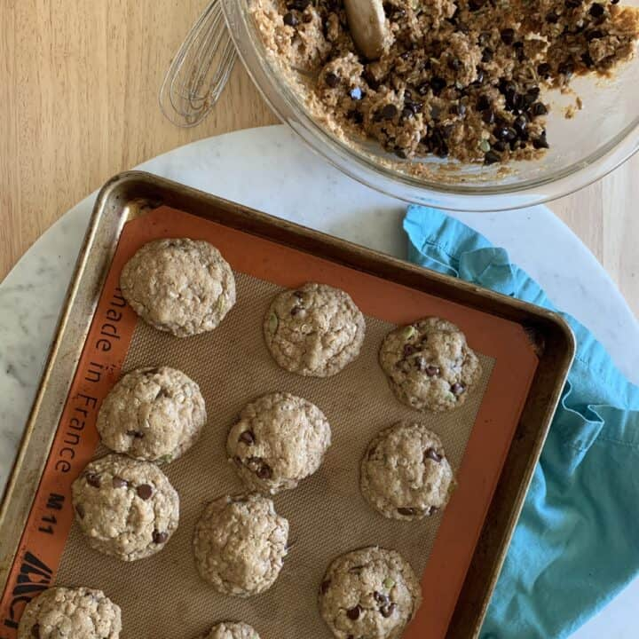 Flourless Peanut Butter Chocolate Chip Oatmeal Cookies