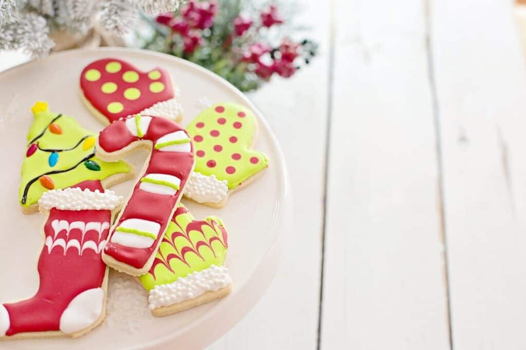 bake Christmas cookies with your kids to help reduce picky eating